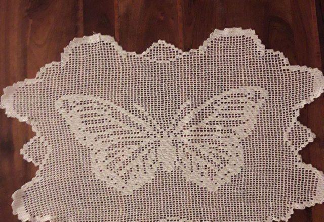 Centrino a filet uncinetto con farfalla foto lavoro Fan su Facebook Mario Gatti
