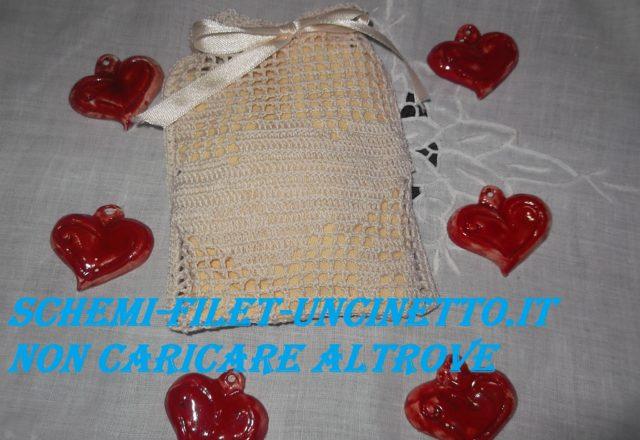 doppi cuori sacchettino bomboniera matrimonio filet uncinetto (1)